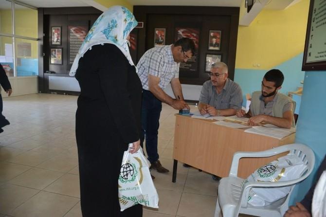 Bitlis İHH'dan Bin Kişiye Giyim Yardımı