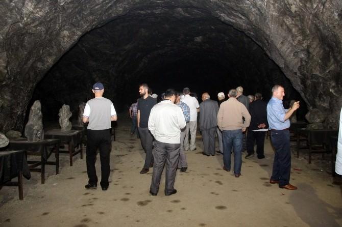5 Bin Yıllık Tuz Mağarasına Hayran Kaldılar