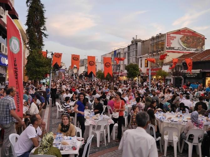 Edirne'de 5 Bin Kişiye İftar Verildi