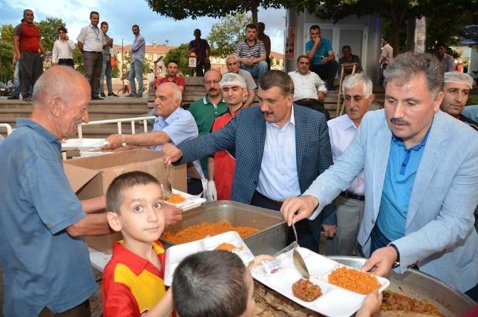 İftar Çadırı'nda Ramazan Coşkusu Ve Bereketi Yaşanıyor