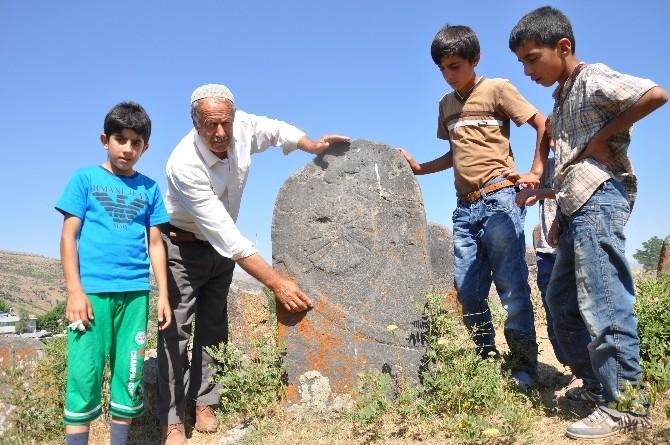 Muş'taki Selçuklu Mezarlığı Koruma Altına Alınıyor