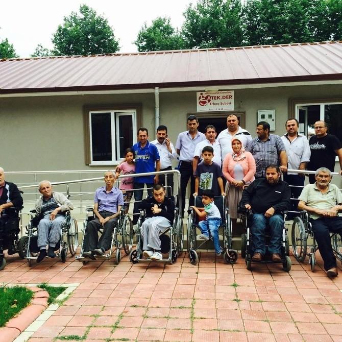 İş Adamından Engellilere Tekerlekli Sandalye Yardımı