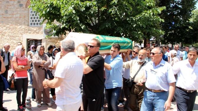 Sakarya'da Hayatını Kaybeden Öğretmen Yalova'da Toprağa Verildi