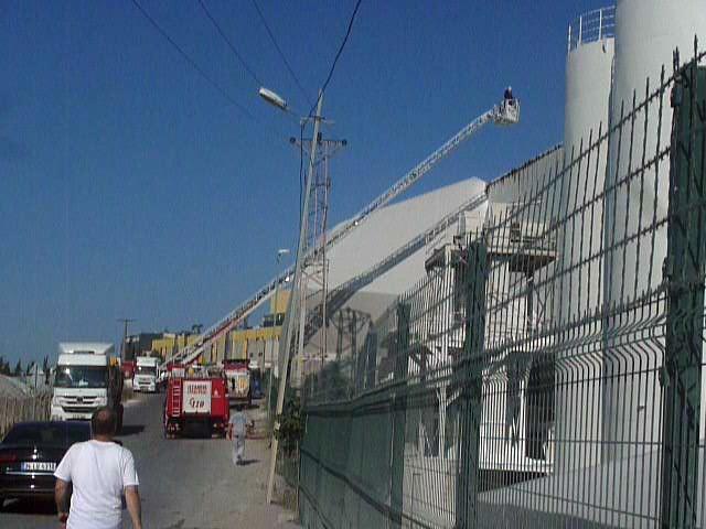 Tuzla'da Ham Madde Üreten Fabrikada Yangın