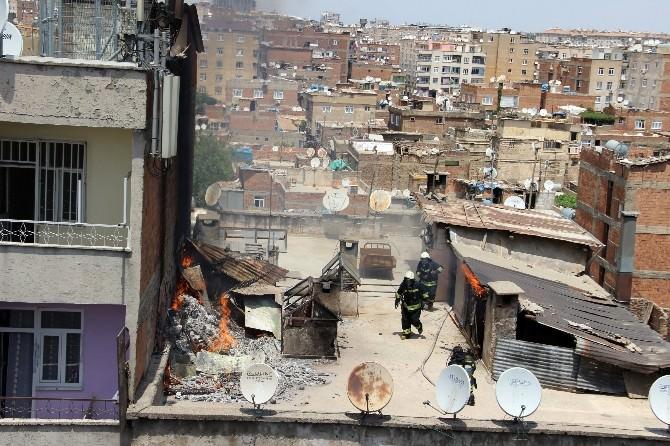 Diyarbakır'da Çıkan Yangında İki Ev Kül Oldu