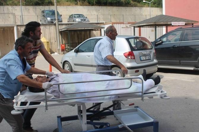 Yolda Yürüyen Vatandaşın Kafasına Elektrik Direği Düştü