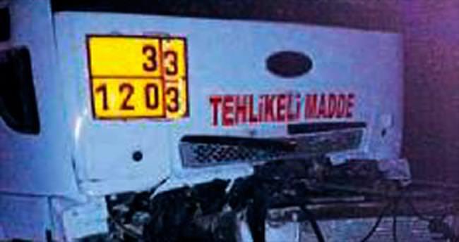 TIR'a çarpan tankerin sürücüsü öldü