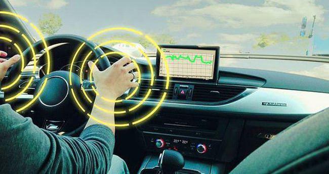 Sürücünün dalgınlığını algılayan akıllı direksiyon