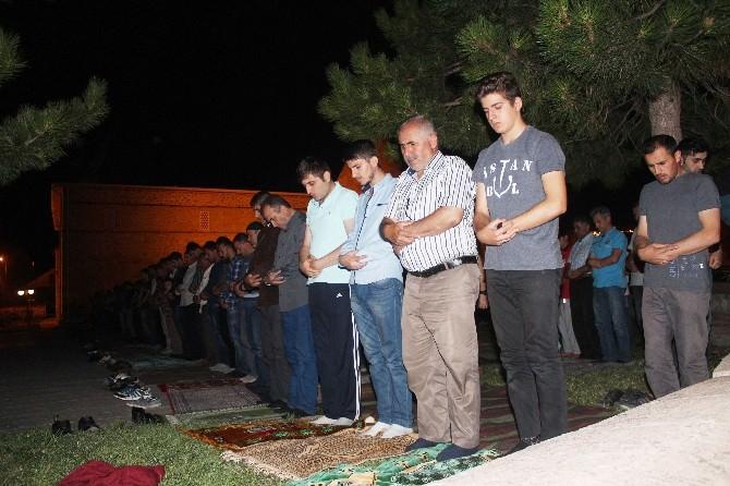 716 Yıllık Tarihi Eşrefoğlu Camisi'nde Kadir Gecesi Coşkusu