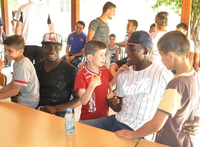 Gaziantepsporlu Futbolculardan Çocuklara Sürpriz Ziyaret