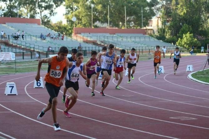 Büyükşehirli Yıldız Atletler Final Yolunda