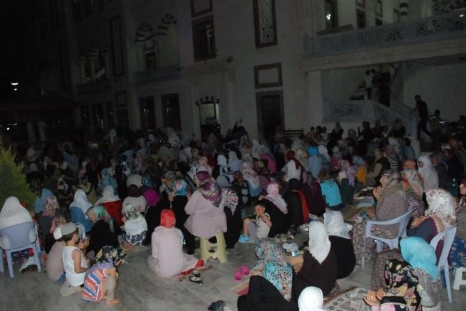 Didim'de Kadir Gecesinde Camiler Doldu Taştı