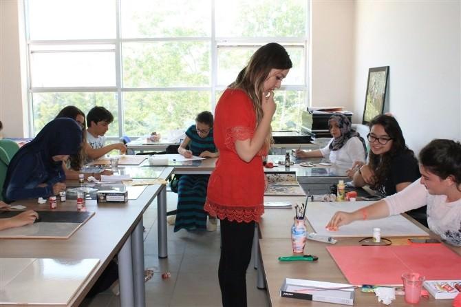Öğrenciler, Camların Renkli Dünyasını Çok Sevdi