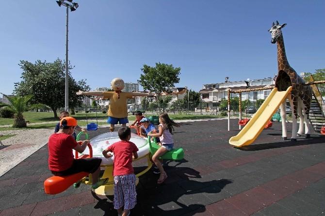 Karşıyaka Belediyesi'nden Parklara Tasarım Ödüllü Oyuncaklar