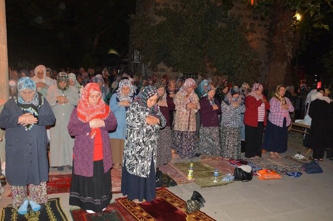 Şehzadeler'de Kadir Gecesi Coşkusu