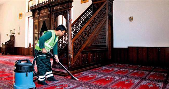 Tüm camilerde bayram temizliği