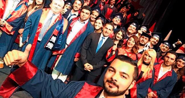 YDÜ'nün hukukçuları törenle mezun oldu