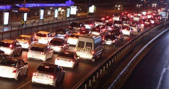 Bayram yoğunluğu trafiği felç etti