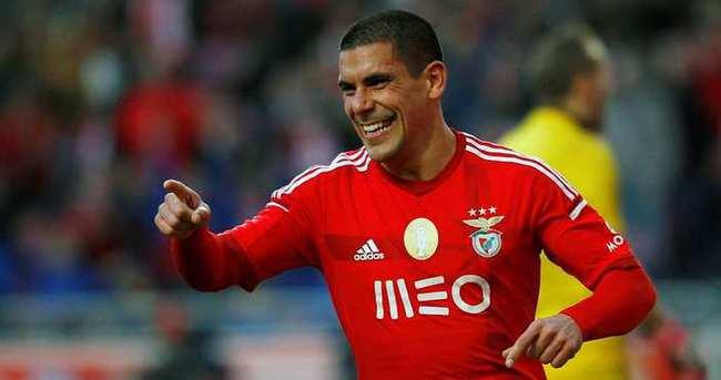 Maxi Pereira, Porto'ya transfer oldu