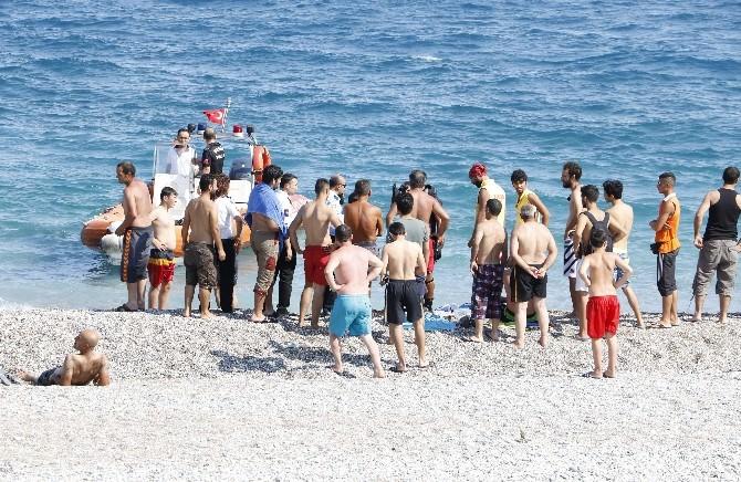 """Dünyaca Ünlü Konyaaltı Sahili'nde """"Trajikomik"""" Kayıp İhbarı"""