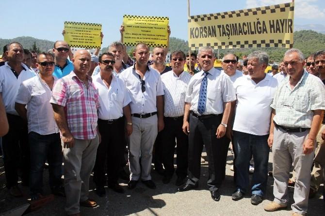 Kemer'de Korsan Taşımacılık Eylemi