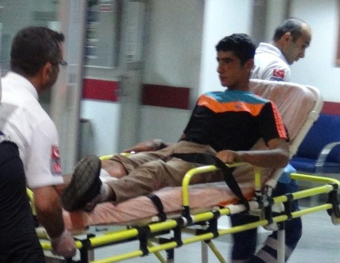 Kavgayı Ayırmak İsteyen İki Genç Bıçaklandı