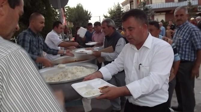 Karaörenlilerden 3 Bin 500 Kişilik Dev İftar Yemeği