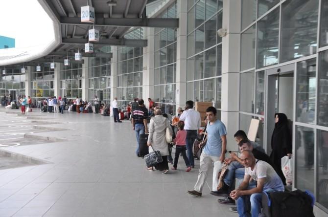 Sakarya Şehirlerarası Terminalinde Bayram Yoğunluğu Başladı