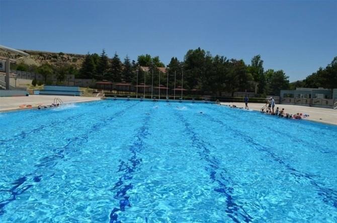 Bayramda Yüzme Havuzu Açık