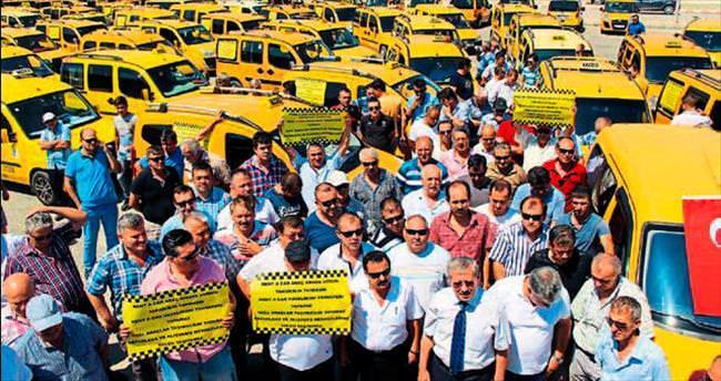 Kemer'de taksici isyanı