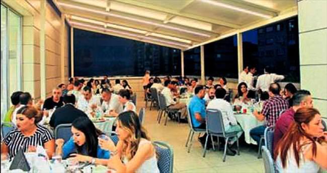 İzmir Park'tan bol sohbetli iftar yemeği