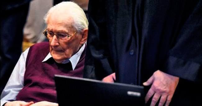 Hitler'in Auschwitz muhasibine 4 yıl hapis
