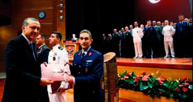 Erdoğan'dan Akademi birincilerine diploma