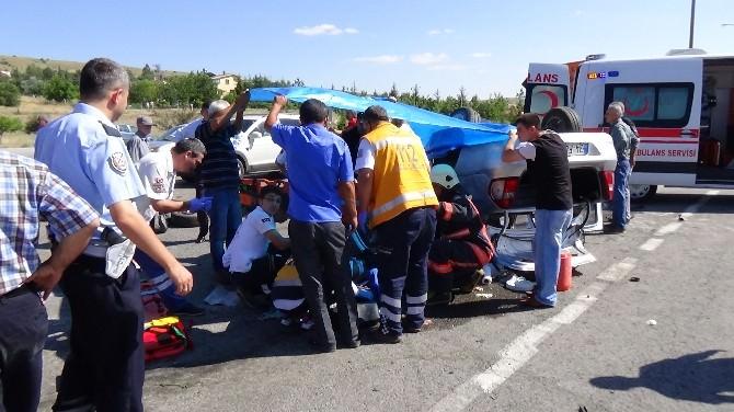 Başkent'te Yön Levhasına Çarpan Otomobil Takla Attı: 3 Yaralı