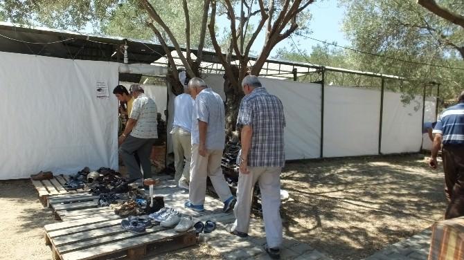 Cami Olmadığı İçin Namazlarını Çadırda Kılıyorlar