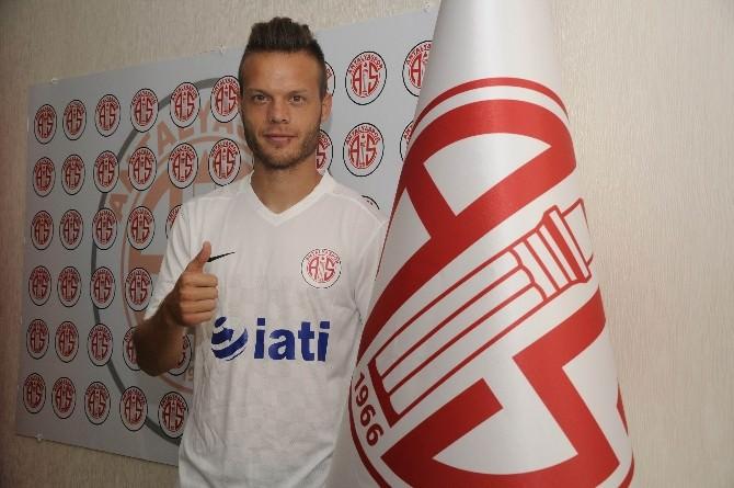 Antalyaspor'da Sloven Lazarevıc İmzaladı