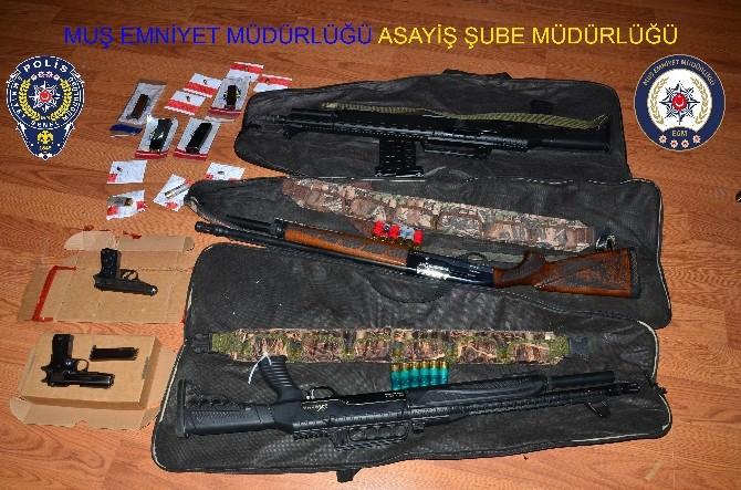 Muş'ta Ailelerin Kavgasında Silahlar Ele Geçirildi