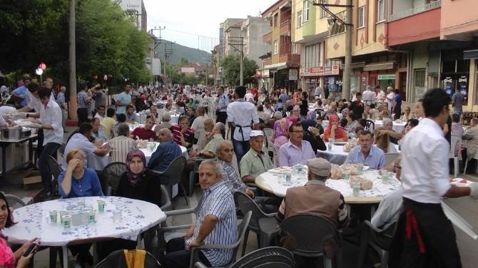 Saltukova Belediyesi Ve Esnafların İşbirliği İle 3 Bin Kişiye İftar