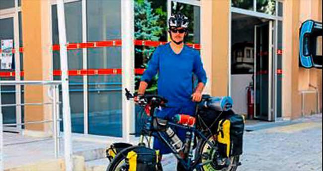 Barış mesajı için bisikletle yollarda
