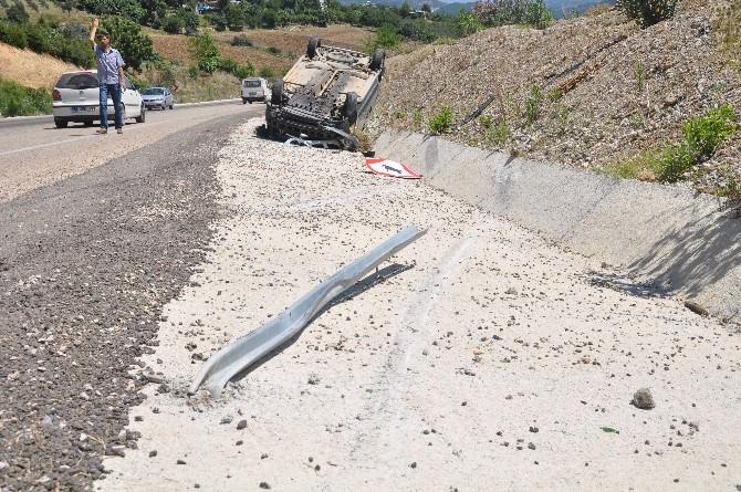 Adana'da Kamyonet Takla Attı: 2 Yaralı