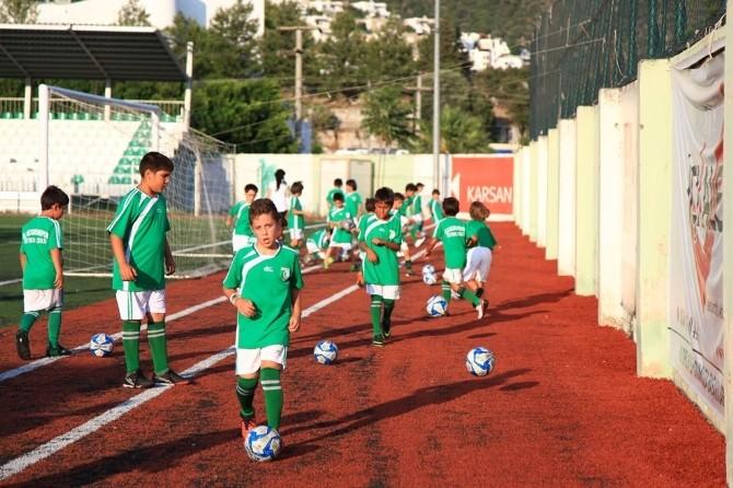 Tatilde Futbol Öğreniyorlar