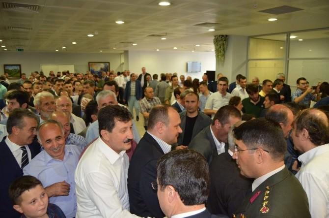 Trabzon'da Protokol Ve Halk Bayramlaştı