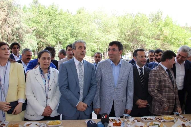 Bakanlar Diyarbakır'da Vatandaşlarla Bayramlaştı