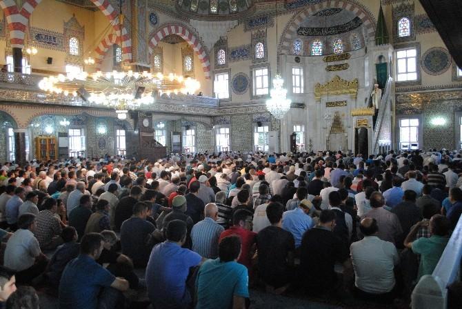 Elazığ'da Camiler Doldu