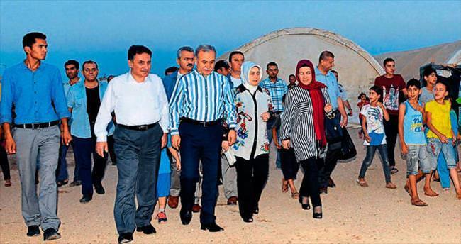 Vali Büyük ve eşi Suriyelilerle buluştu
