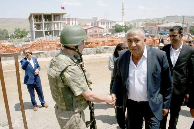 Çat Belediye Başkanı Hikmet Kılıç, Bayramı Dolu Dolu Geçiriyor