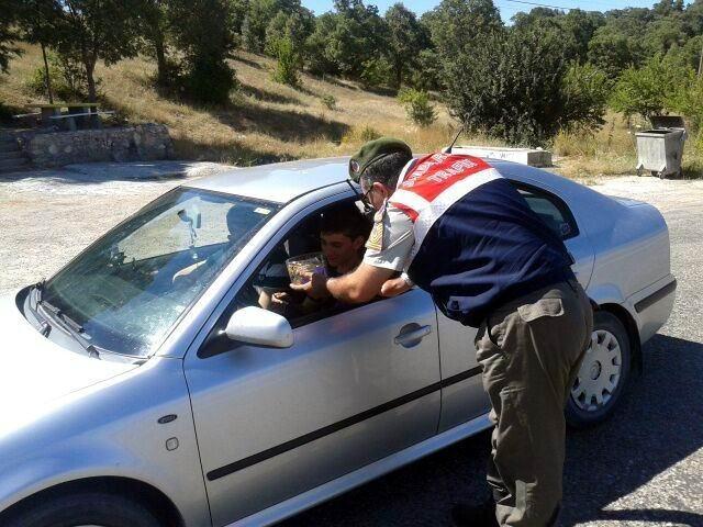 Beyşehir Jandarmasından Sürücülere Bayram Şekeri