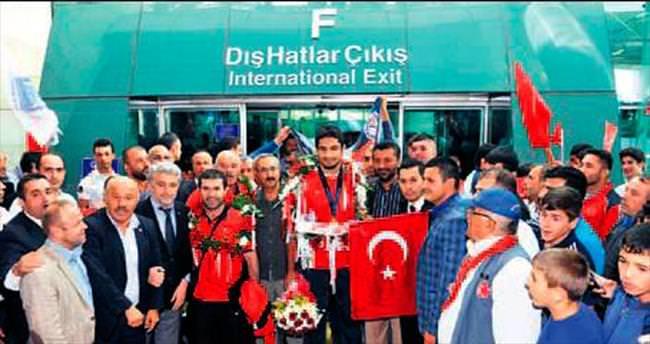 Büyükşehir'den şampiyon güre şçİlere ödül