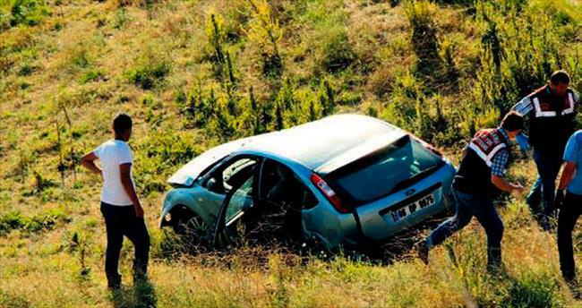 Otomobil şarampole yuvarlandı: 2 ölü