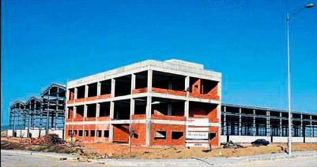 BAYOSB'de fabrika inşaatları yükseliyor